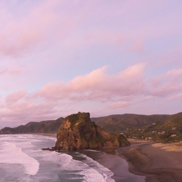 Piha beach sunset from the Tasman lookout