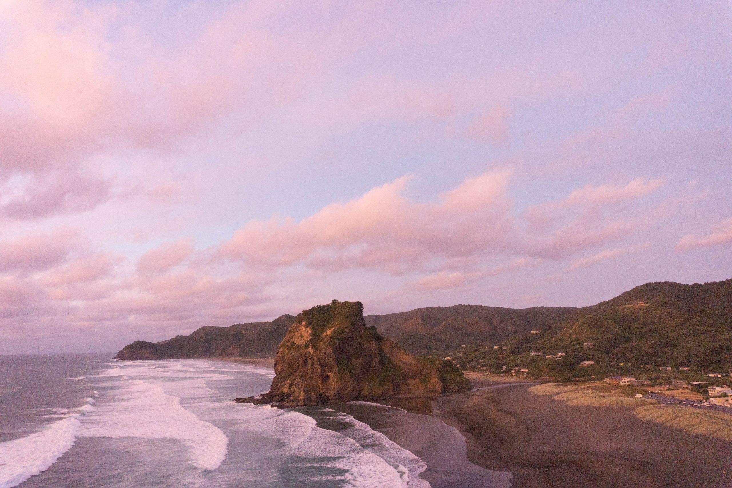 Piha beach sunset from the Tasman lookout